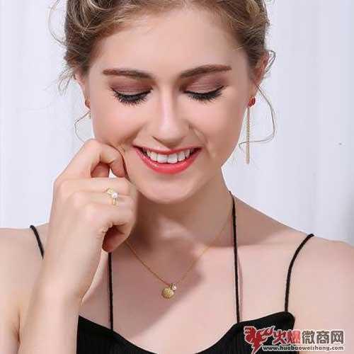 珍珠是女生最好的饰品,怎样挑选珍珠耳环?